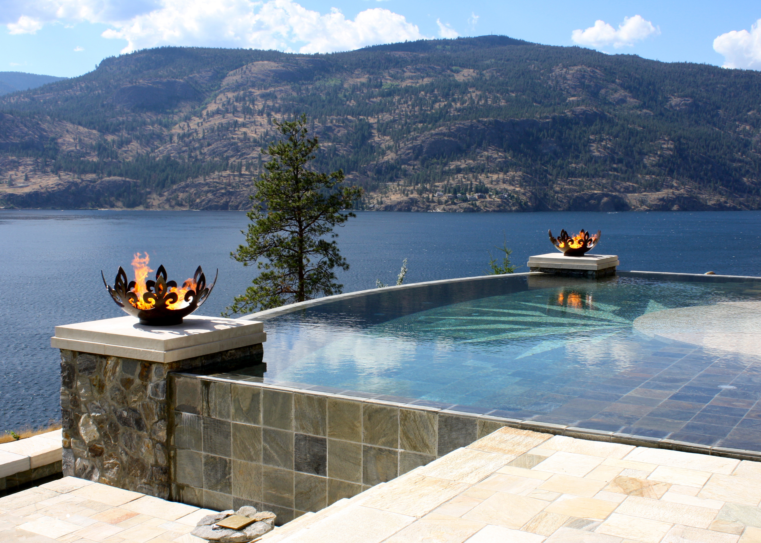 Fiery fleur de lis firebowls on lake okanagan near kelowna for Pool design kelowna