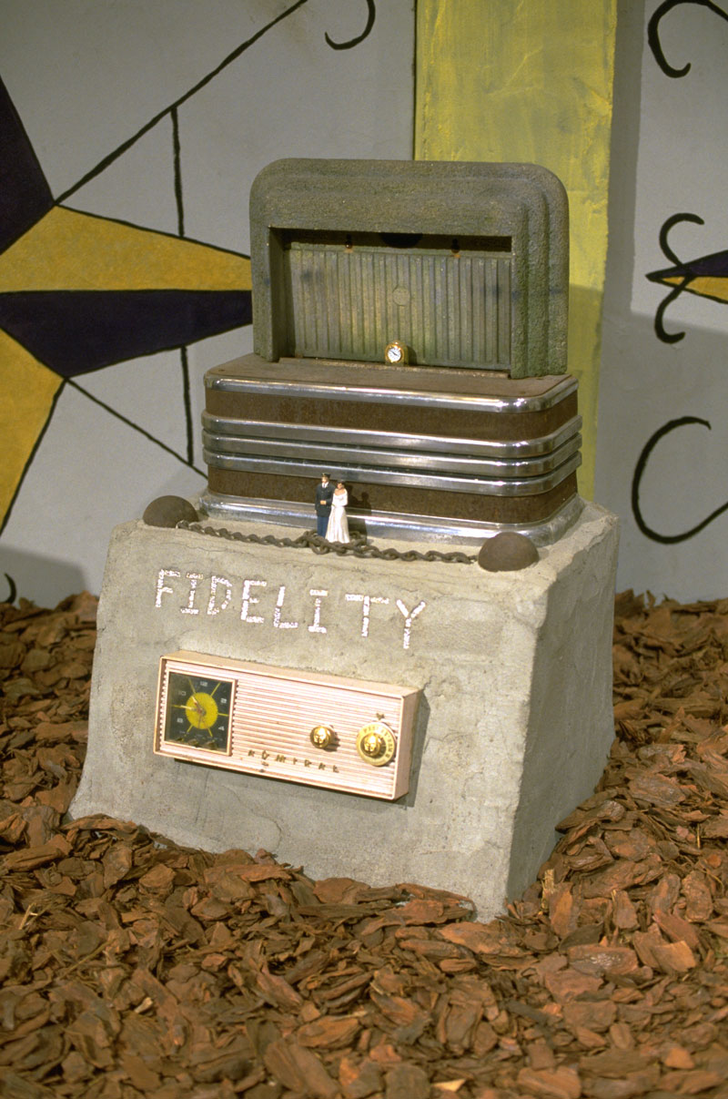 Radio Ancestrale Installation fidelity gravestone