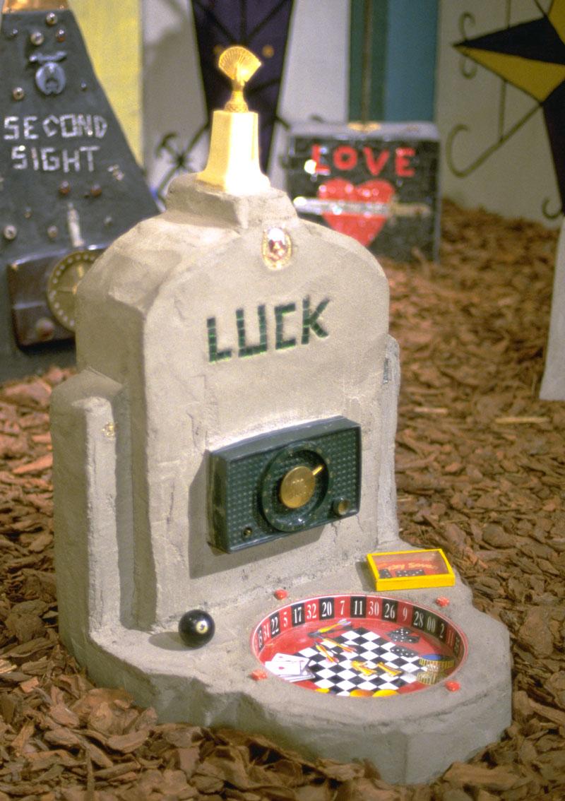 Radio Ancestrale Installation luck gravestone