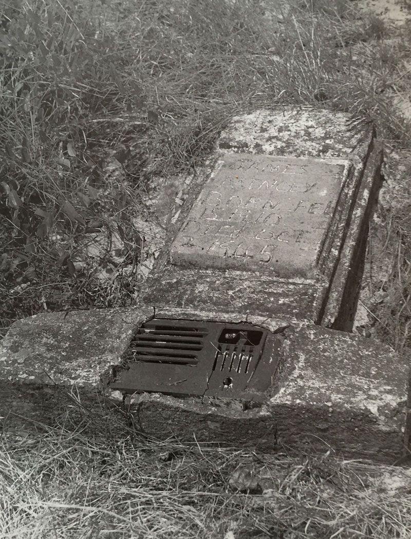 radio tomb