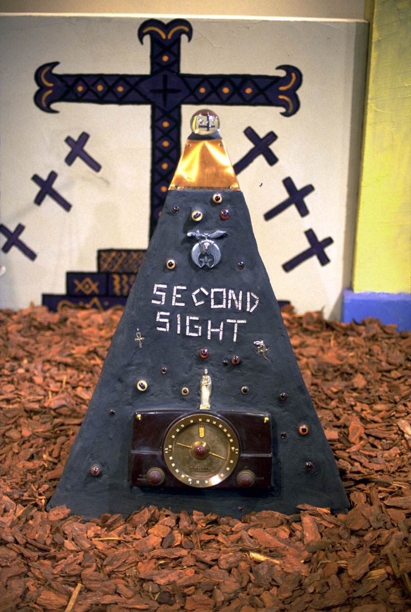 Radio Ancestrale Installation second sight gravestone