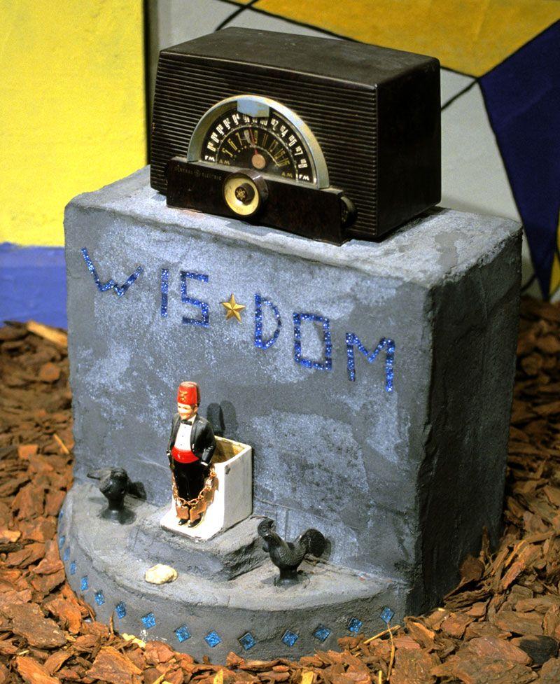 Radio Ancestrale Installation wisdom gravestone